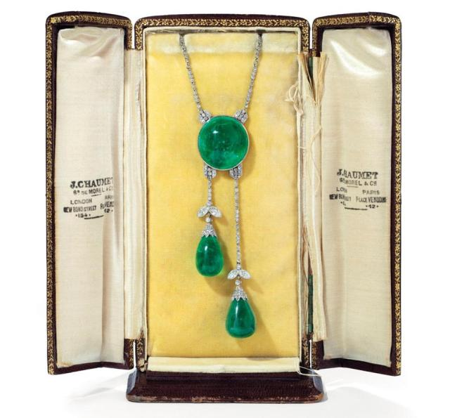 Belle Époque period négligée necklace, circa 1910s, with an estimate of $106,091 -$159,137