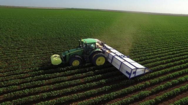 Artificial intelligent sprayer being used in the field.