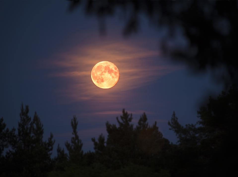 "The second of four ""supermoons"" or ""perigee full Moons"" of 2021, April's full Moon will appear about 6% larger than an average full Moon."