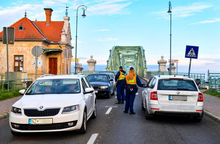 Police control EU travelers at Hungarian borders as Hungary closes to foreigners Covid