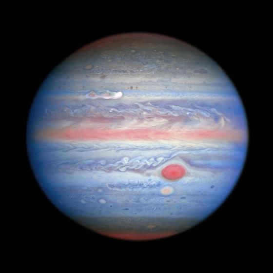 A multi-wave observation in Jupiter's ultraviolet / visible / near-infrared light obtained by NASA's / ESA's Hubble Space Telescope on August 25, 2020, provides researchers with a whole new perspective on the giant planet.