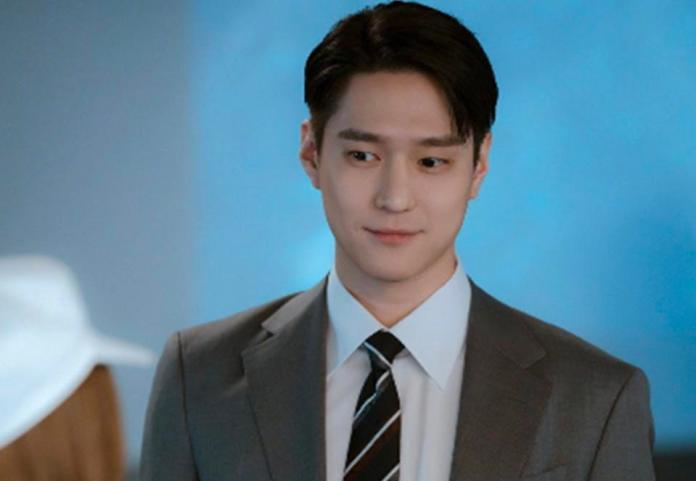 Go Kyung-po is not who he seems in 'Private Lives.'