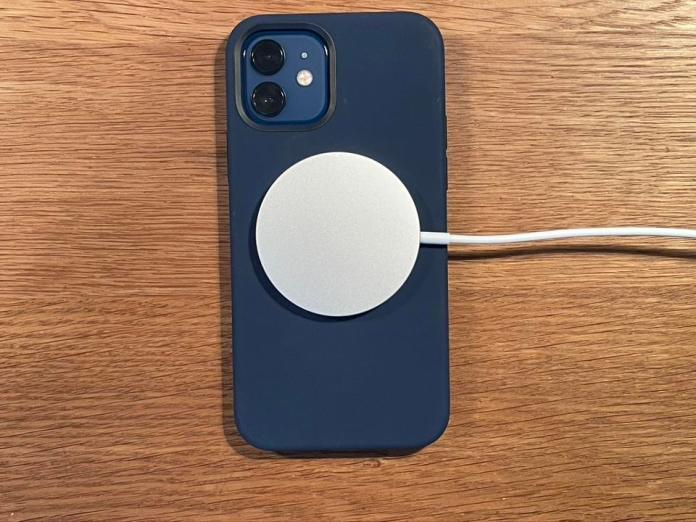 Resultado de imagen para magsafe iphone 12