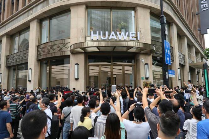 Huawei Global Flagship Store Opens