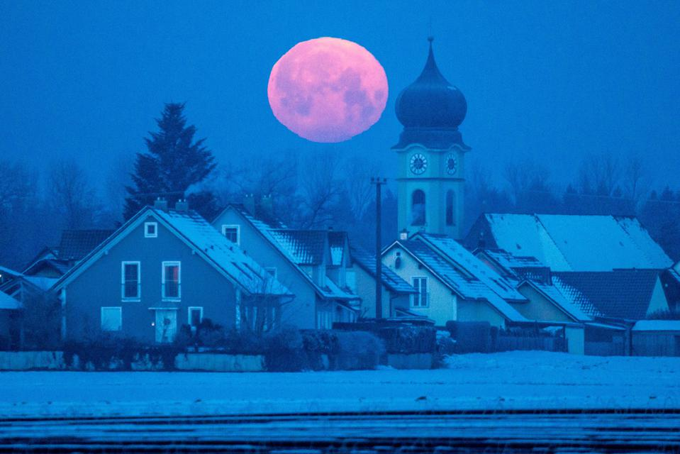 """How, when and where to see the """"Cold Moon"""" this week."""