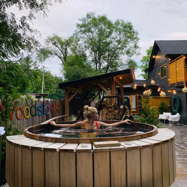 The Herwood Inn has a communal patio and a cedar hot tub.