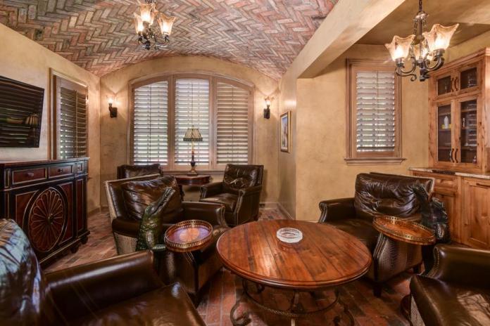 Casual poker lounge