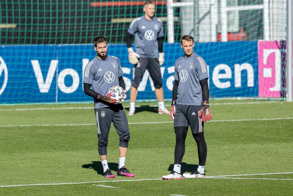 Kevin Trapp, Manuel Neuer y Bernd Leno en el campo de entrenamiento de German Seefeld, día 1.