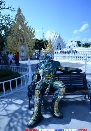 visiter-chiang-rai-wat-rong-khun-le-temple-blanc-1