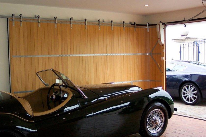 Rundum_classiccar_image_in_garage