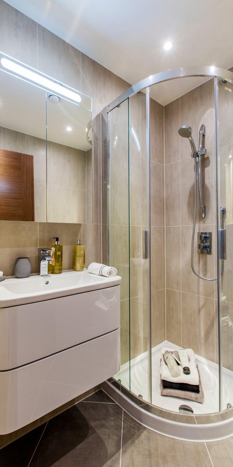 Luxury London apartments get the Roca bathroom treatment