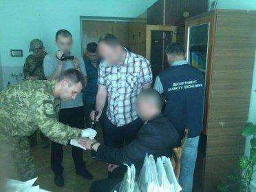 На Рівненщині затримали на хабарі головного лікаря медичного закладу  (ФОТО, ВІДЕО)