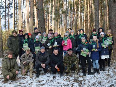 В Костополі висадили Парк Небесної Сотні за участі Миколи Карпюка та школярів