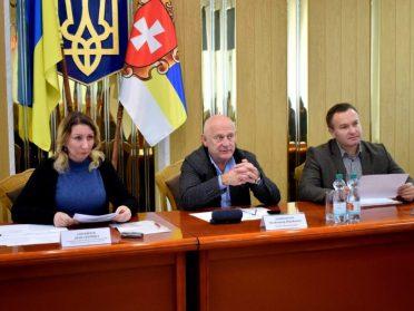 Рівнеоблрада поділила 10 млн грн на зарплати між районами