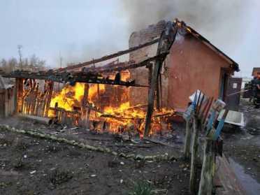 На Кореччині пожежники врятували від згорання 2 будівлі