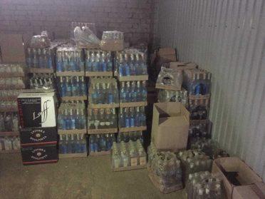 18 тисяч пляшок контрафактного алкоголю викрили на Рівненщині