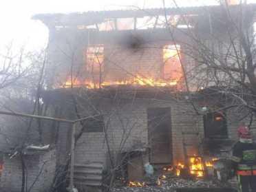 В Рівному палав двоповерховий будинок – його підпалив власник
