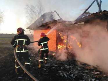 На Рівненщині вогнеборці ліквідували пожежу у приватному господарстві