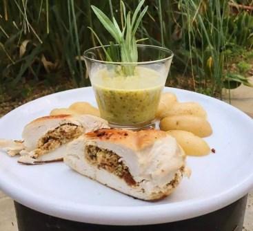 Gefüllte Hähnchenbrust mit Kartöffelchen und Senf-Estragon-Sauce