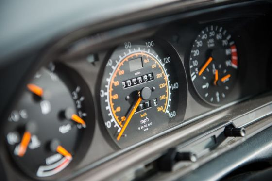 gallery-1470837324-1990-mercedes-benz-190-evolution-ii-dash
