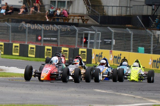 Hendl-Cox tops chaotic NZ Formula First round at Pukekohe