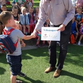 Overhandiging cheque Basisschool Erasmus Alkmaar