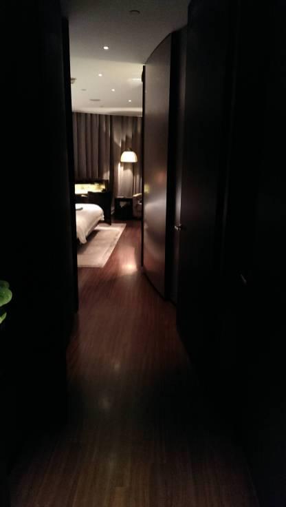 2013_Dubai_Armani_Hotel_002