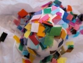 ei beplakken met stukjes vloeipapier