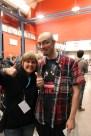 Lina gör tummen upp med Gazimaluke från http://videospelsklubben.se/