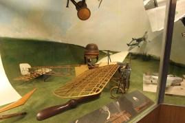 Sen gick vi vidare till tekniska museét, flygplan, ånglok och motorer och sånt.