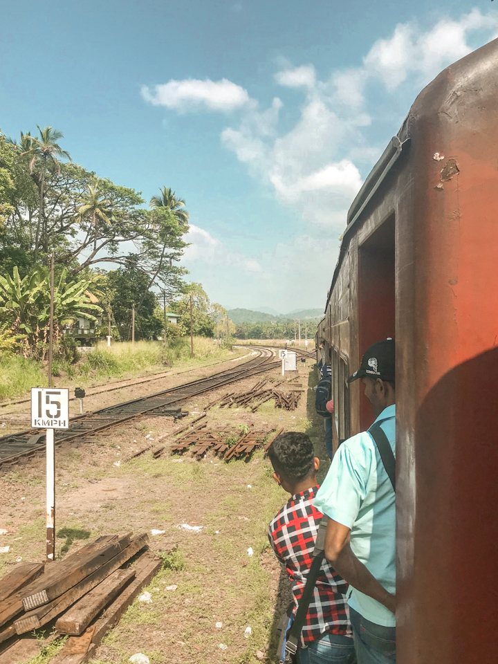 dreaming of elsewhere Colombo to Kandy train ride