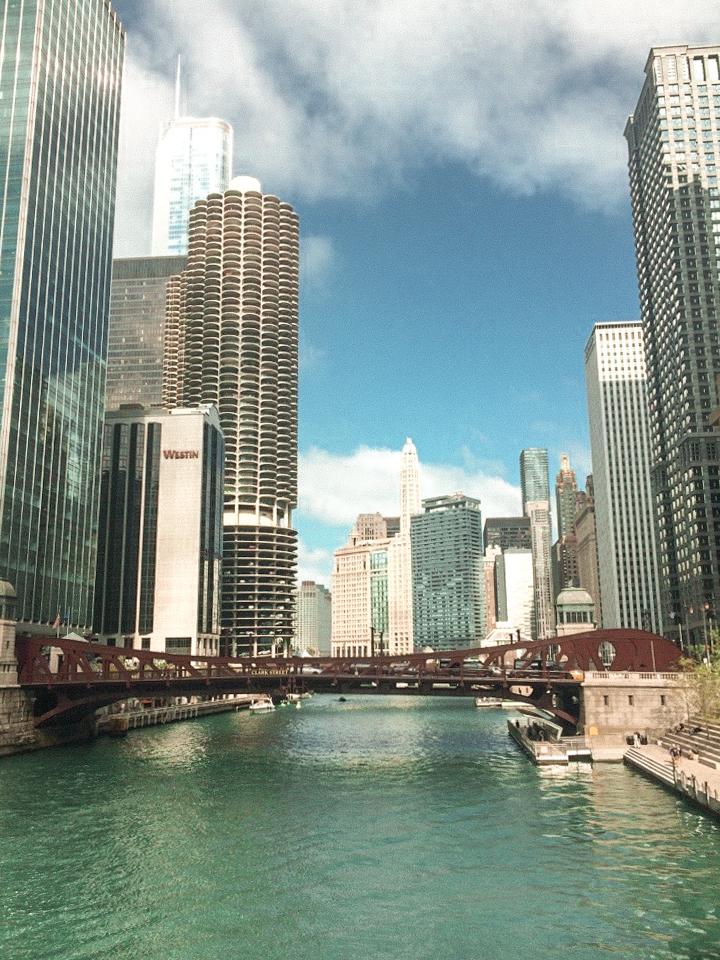 spellbound travels chicago river