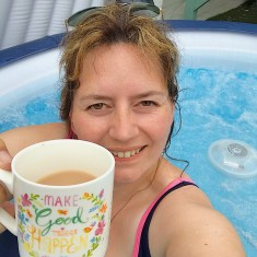 lady in hot tub with a cuppa