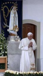 Benedict XVI gives Golden Rose to Our Lady of Fatima