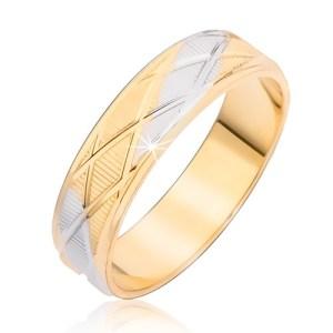 Dvojfarebný prsteň s kosoštvorcovým vzorom a vertikálnymi ryhami - Veľkosť: 60 mm