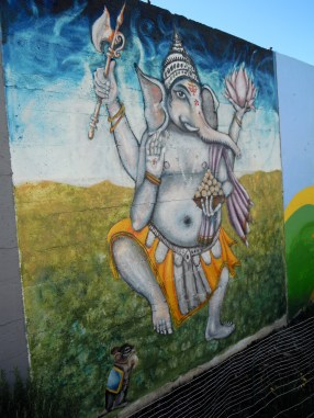 Ganesha makes an appearance on the Rue de Merde