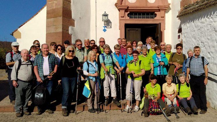 Gruppenfoto vor Klosterkirche in Schönau