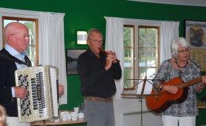 Barbro och Göte deltog i sången…