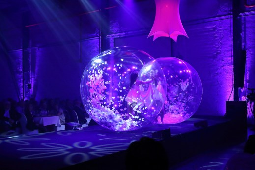 Spheric E-motion clear cristal ball dancers