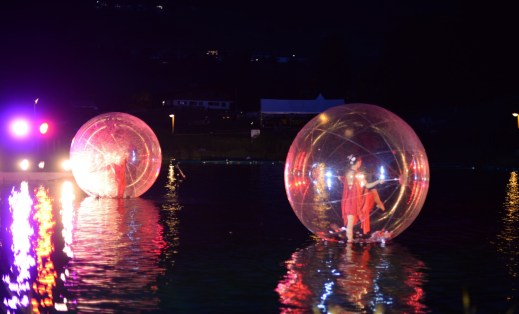 Onde Oceane show on the water