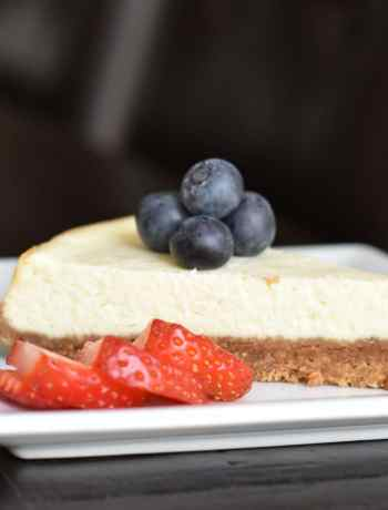 The easiest Petite Cheesecake, Skinny Cheesecake, pressure cooker cheesecake, by Spice Cravings. Instant Pot Skinny Cheesecake: my take on a classic New York Cheesecake. Made with a crust of graham crackers, with smooth custard-like cream cheese filling. #food #foodie #foodblogger #delicious #recipe #instantpot #recipes #easyrecipe #cuisine #30minutemeal #instagood #foodphotography #tasty