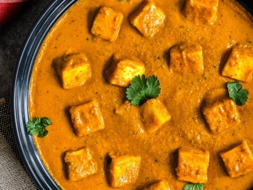 Paneer Tikka masala, Instant pot paneer tikka masala is the vegetarian variation of Chicken Tikka Masala. Paneer cubes simmered in an onions and tomato curry, seasoned with toasted and ground garam masala and finished with a touch of heavy cream #cooking #food #recipe #recipes #foodphotography #foodblogger #yummy #delicious #foodie #tasty #indian #curry