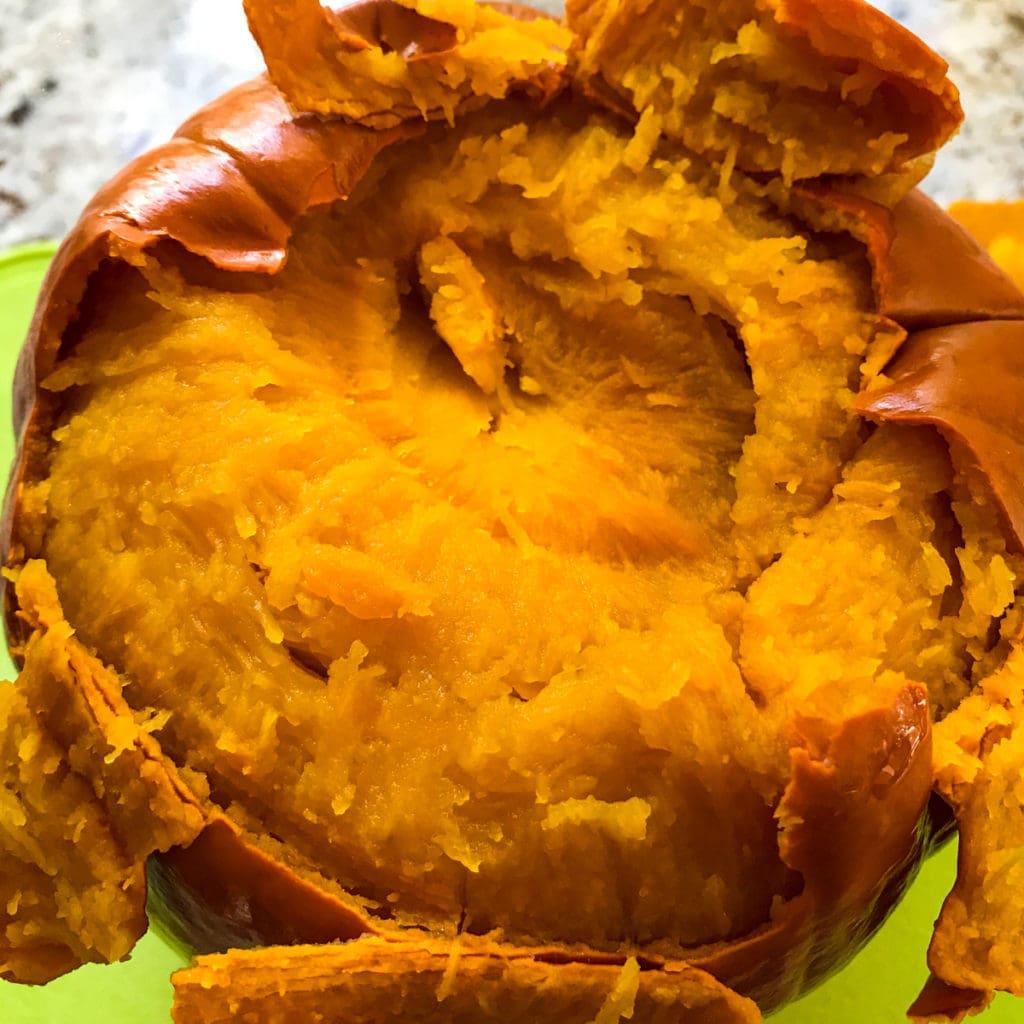 Skin peeling of a steamed sugar pumpkin
