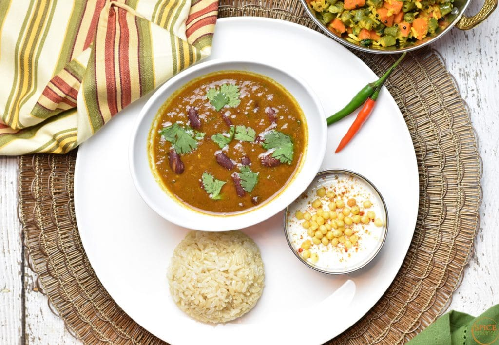Kidney Beans and Rice (Rajma Chawal) pot-in-pot (PIP), by Spice Cravings. Indian spiced kidney beans curry cooked with brown rice, all in the same pot, using the PIP method. #food #foodie #foodblogger #delicious #recipe #instantpot #recipes #easyrecipe #30minutemeals #instagood #foodphotography #tasty #indian #curry #rice