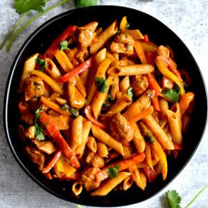 Black Bowl with fajita pasta with chicken