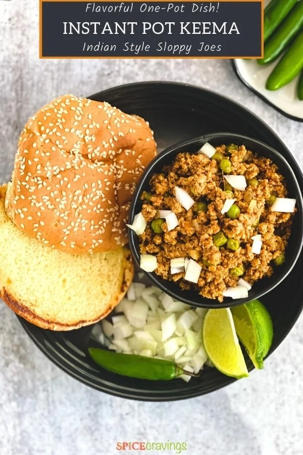 Ground meat curry with peas served with sesame buns