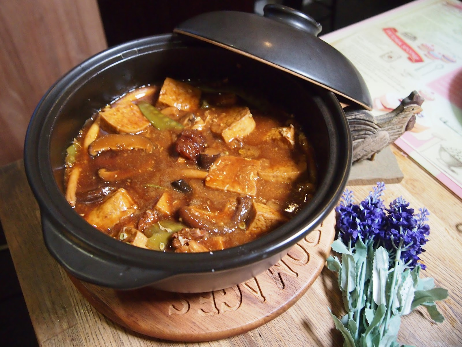 Claypot Braised Tofu with Mushrooms // 砂煲红烧豆腐