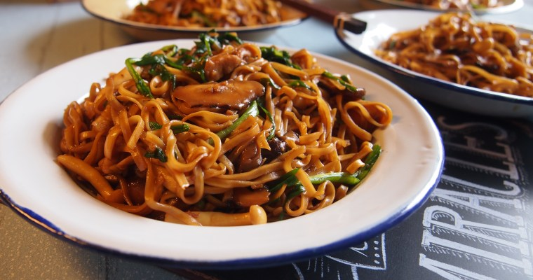 CNY Reunion Dinner Recipe: Joyous Braised Ee-Fu Noodles 皆大欢喜伊府面