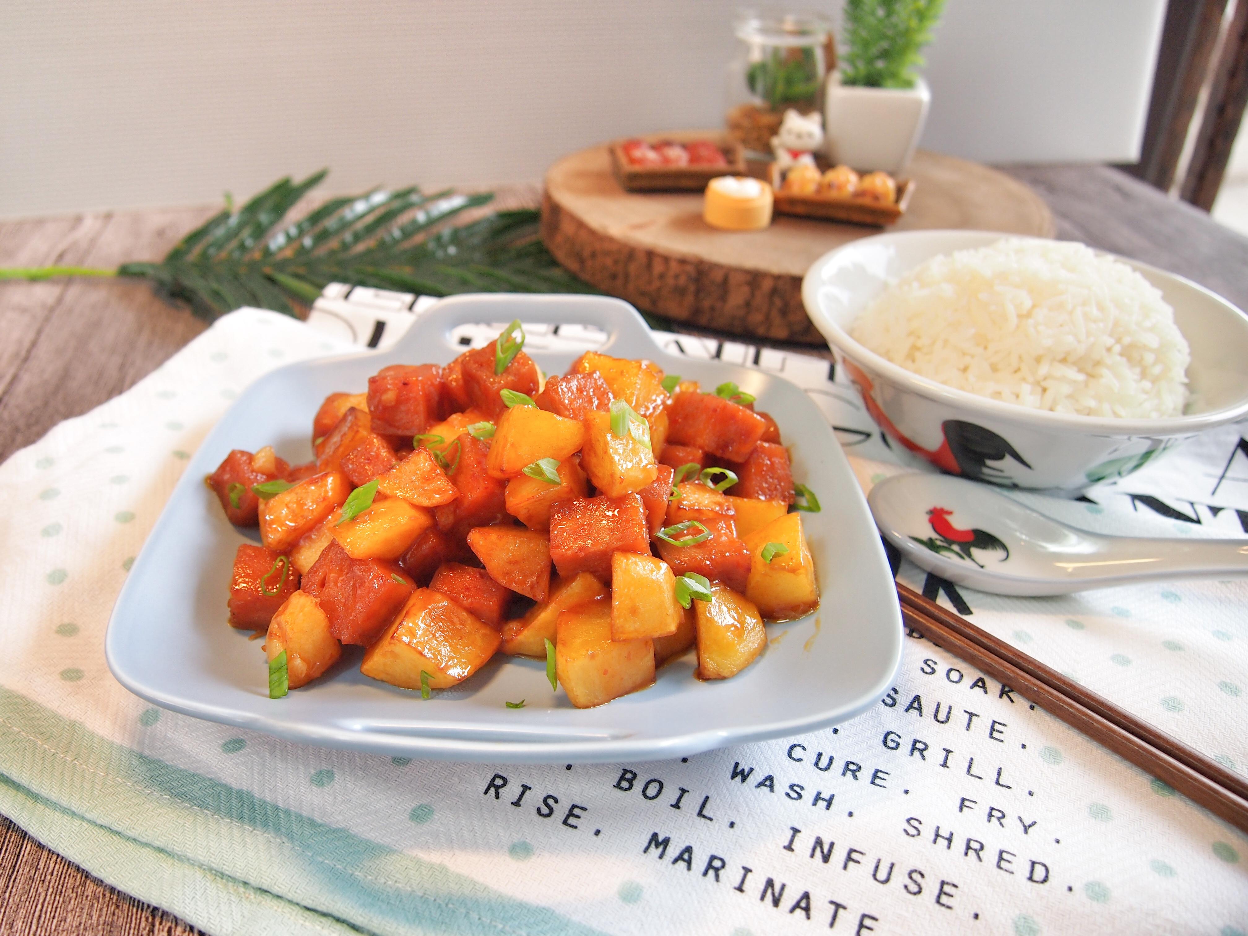 KIDS' FAVOURITE Stir Fried Luncheon Meat w/ Potatoes Recipe 餐肉马铃薯