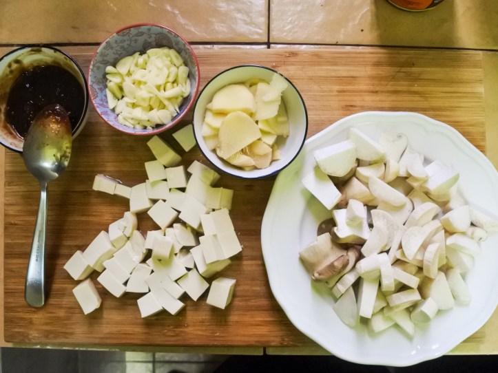 diced mushrooms, tofu, ginger and garlic